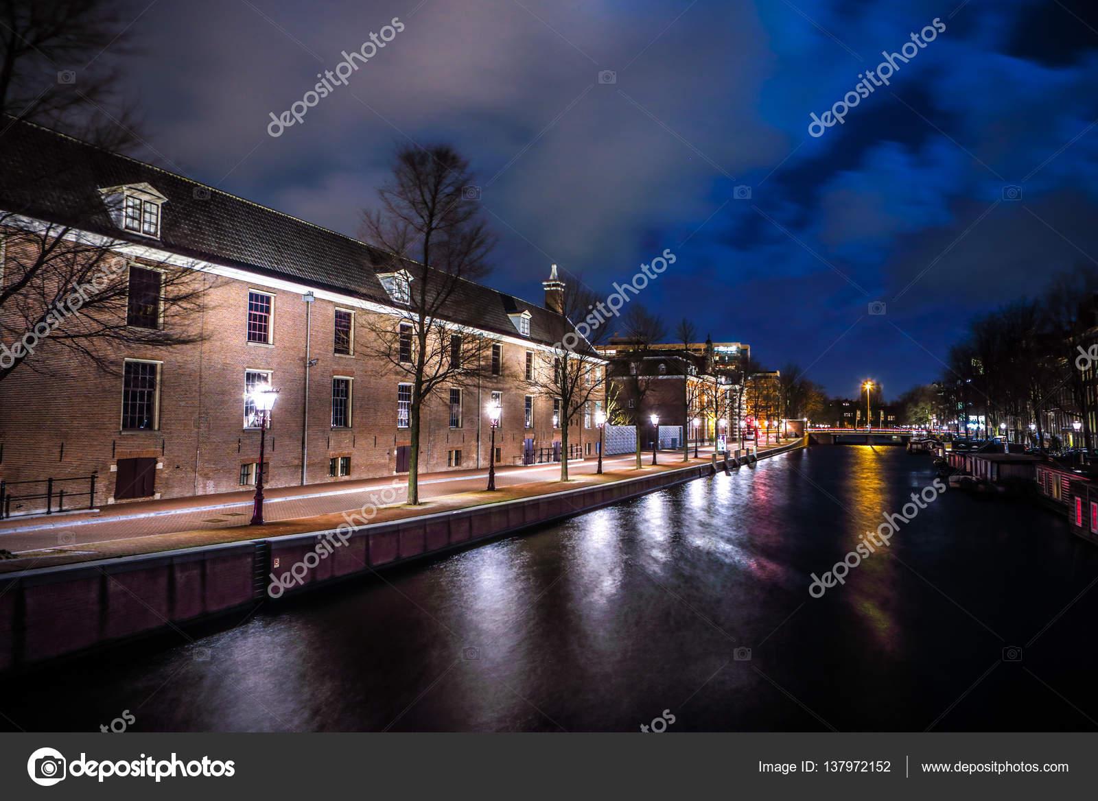 amsterdam holanda de enero de canales de amsterdam noche hermosa ciudad de enero de en amsterdam holanda u fotografa editorial de