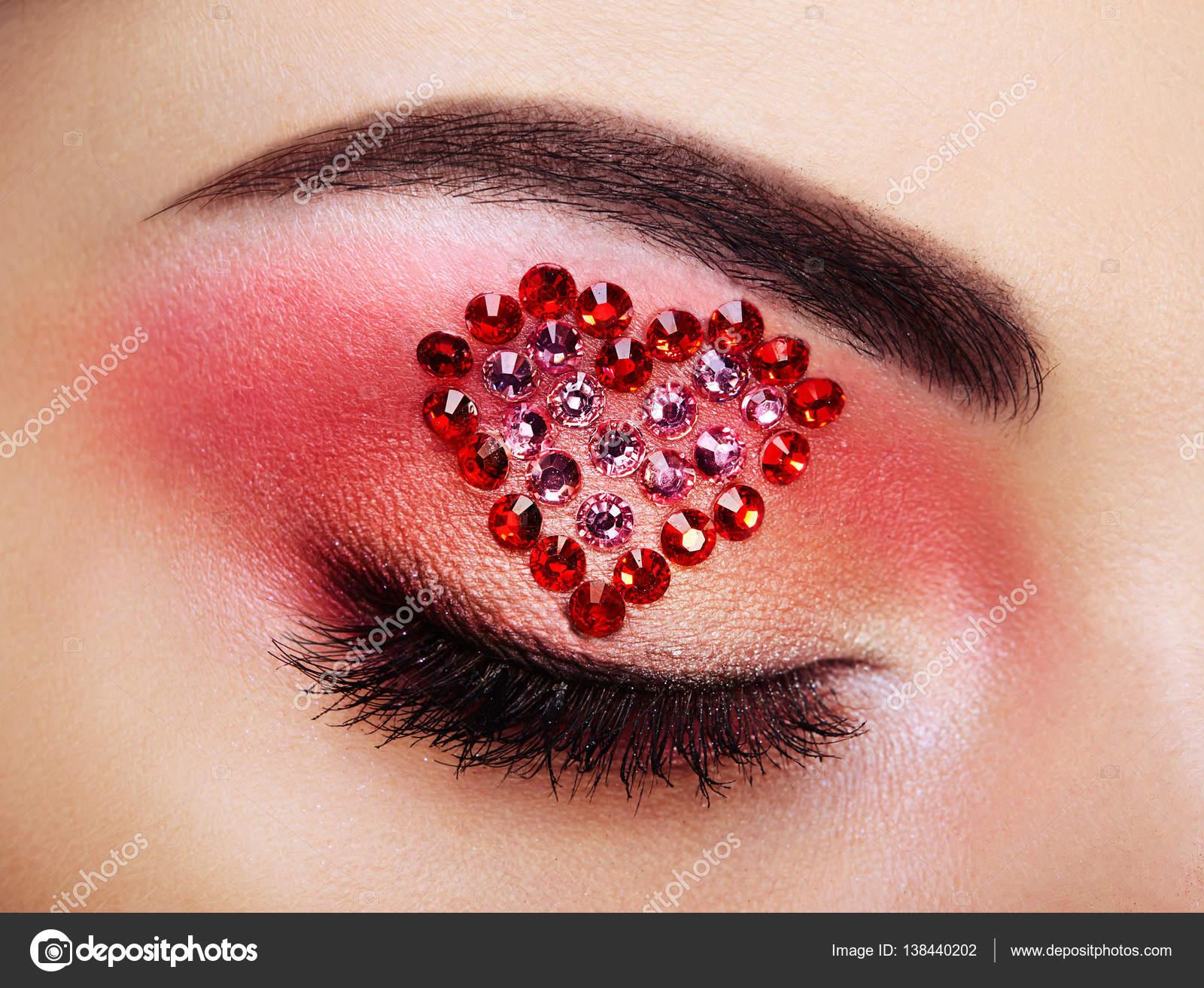 Fashion eye makeup