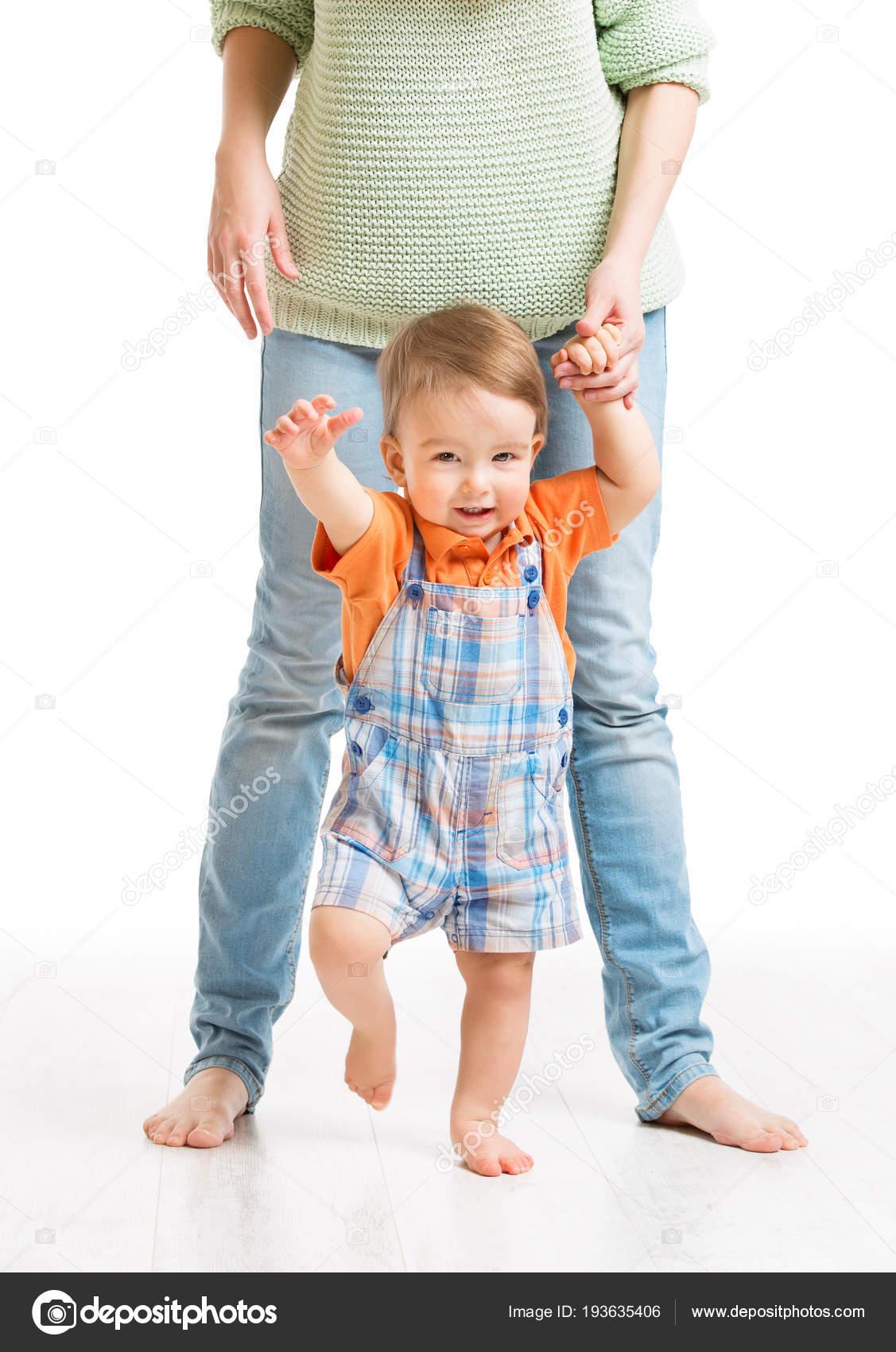 Фото мама идущая с ребенком