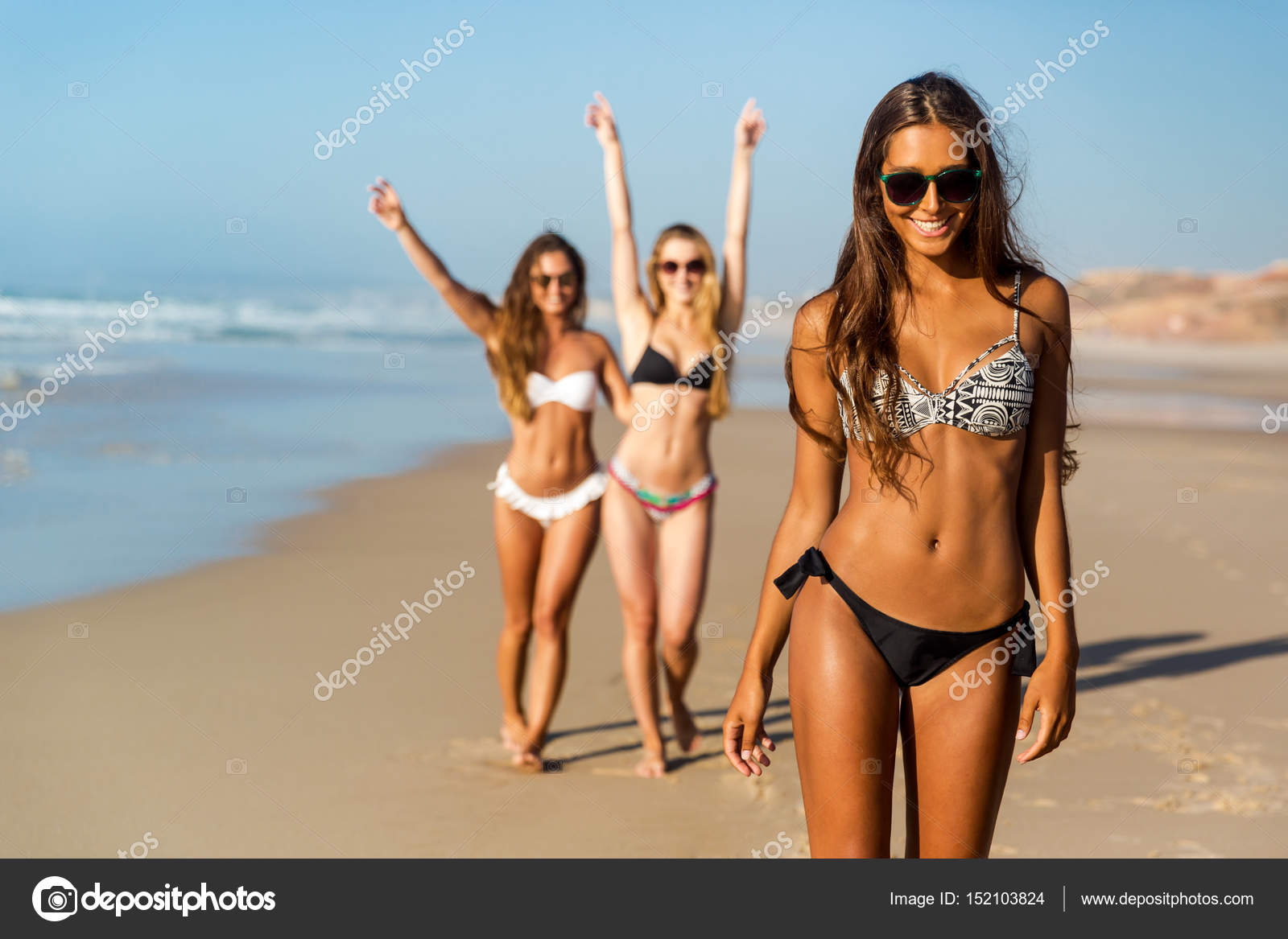 Пляжи геленджика фото девушек