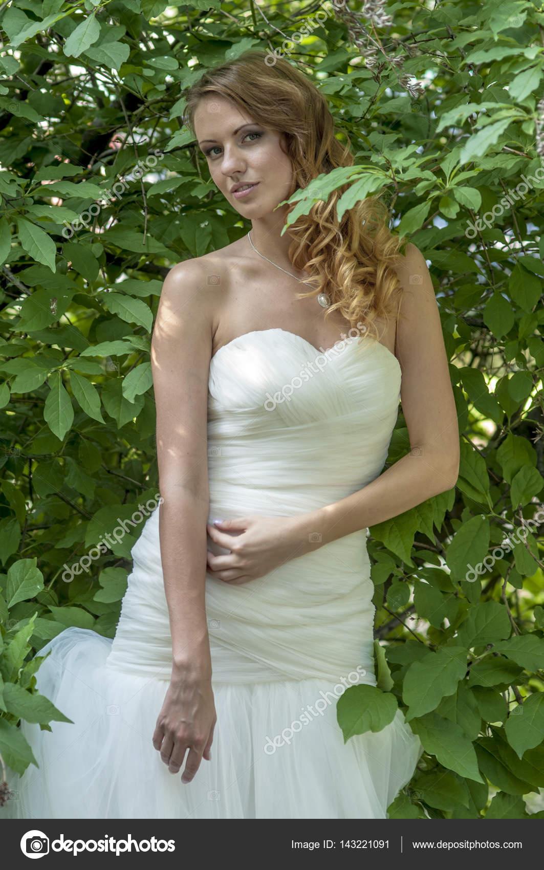 Невеста в белом платье невеста песня слушать