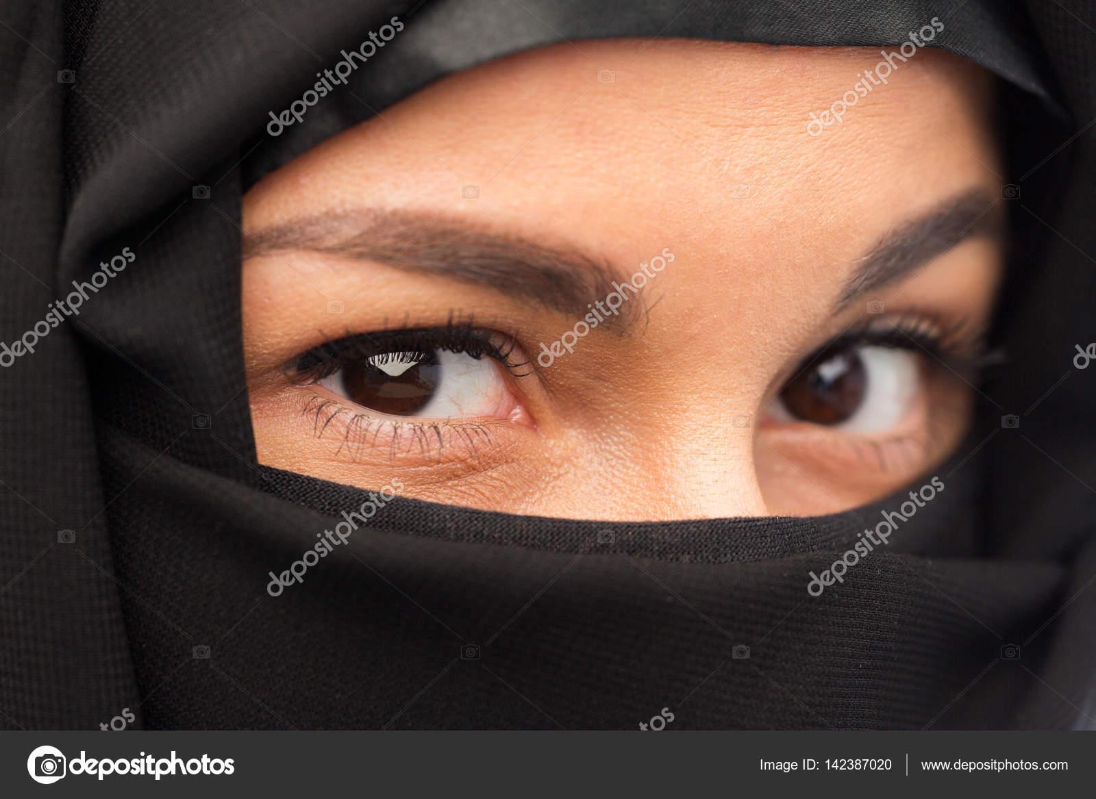 Глаза девушки в хиджабах фото