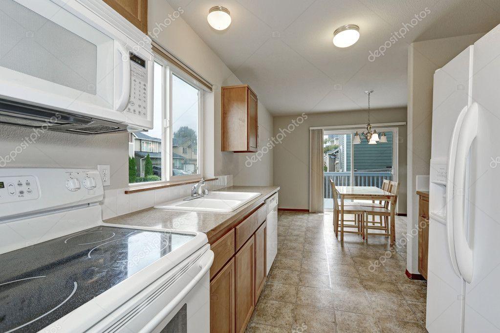 Witte keuken kamer en eetkamer interieur — stockfoto © iriana88w ...
