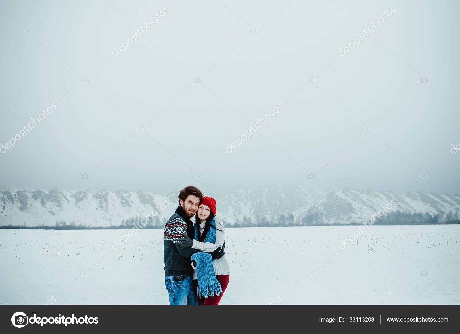 Фото парня с девушкой в горах