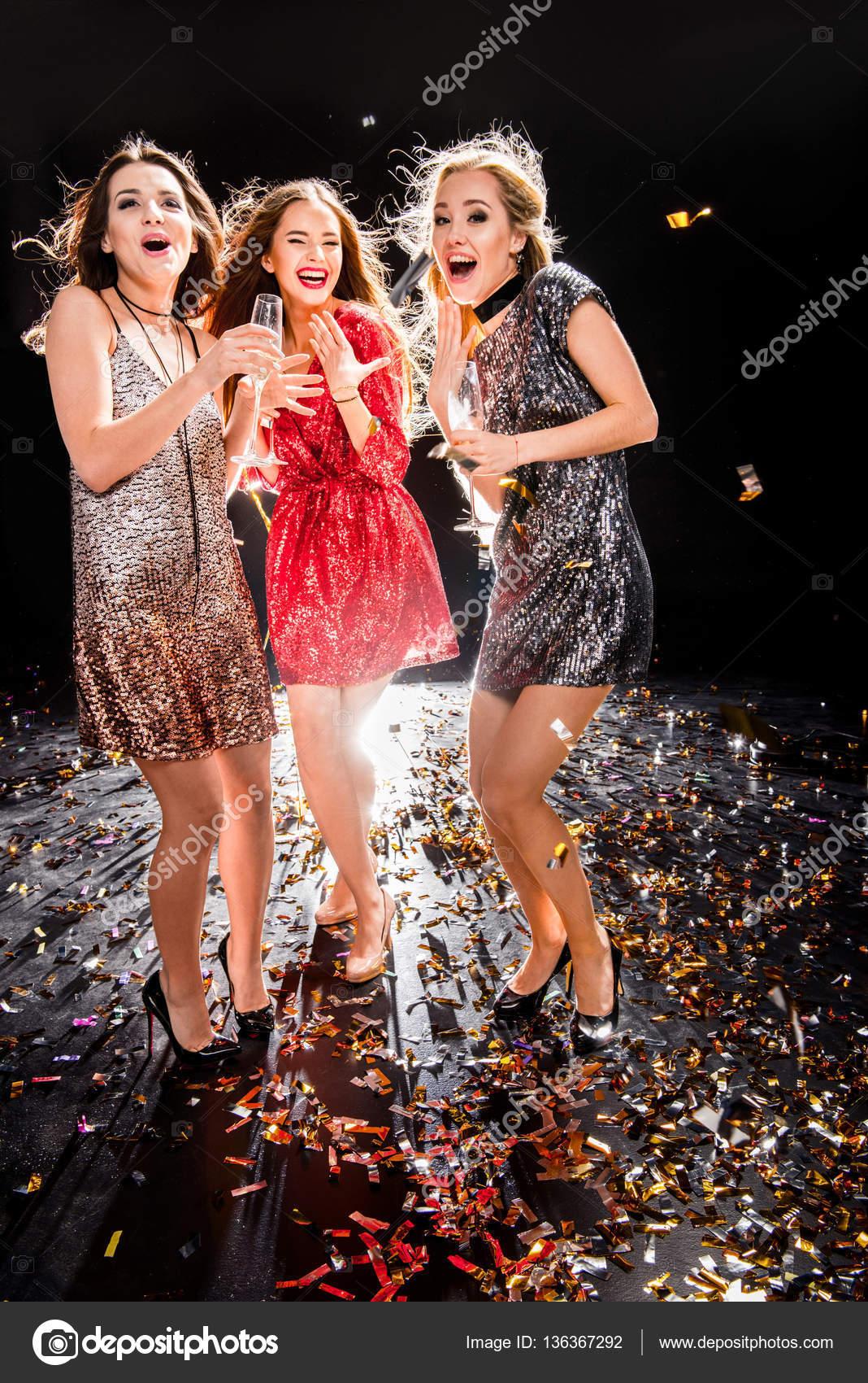Женщины вна вечеринке фото 781-337