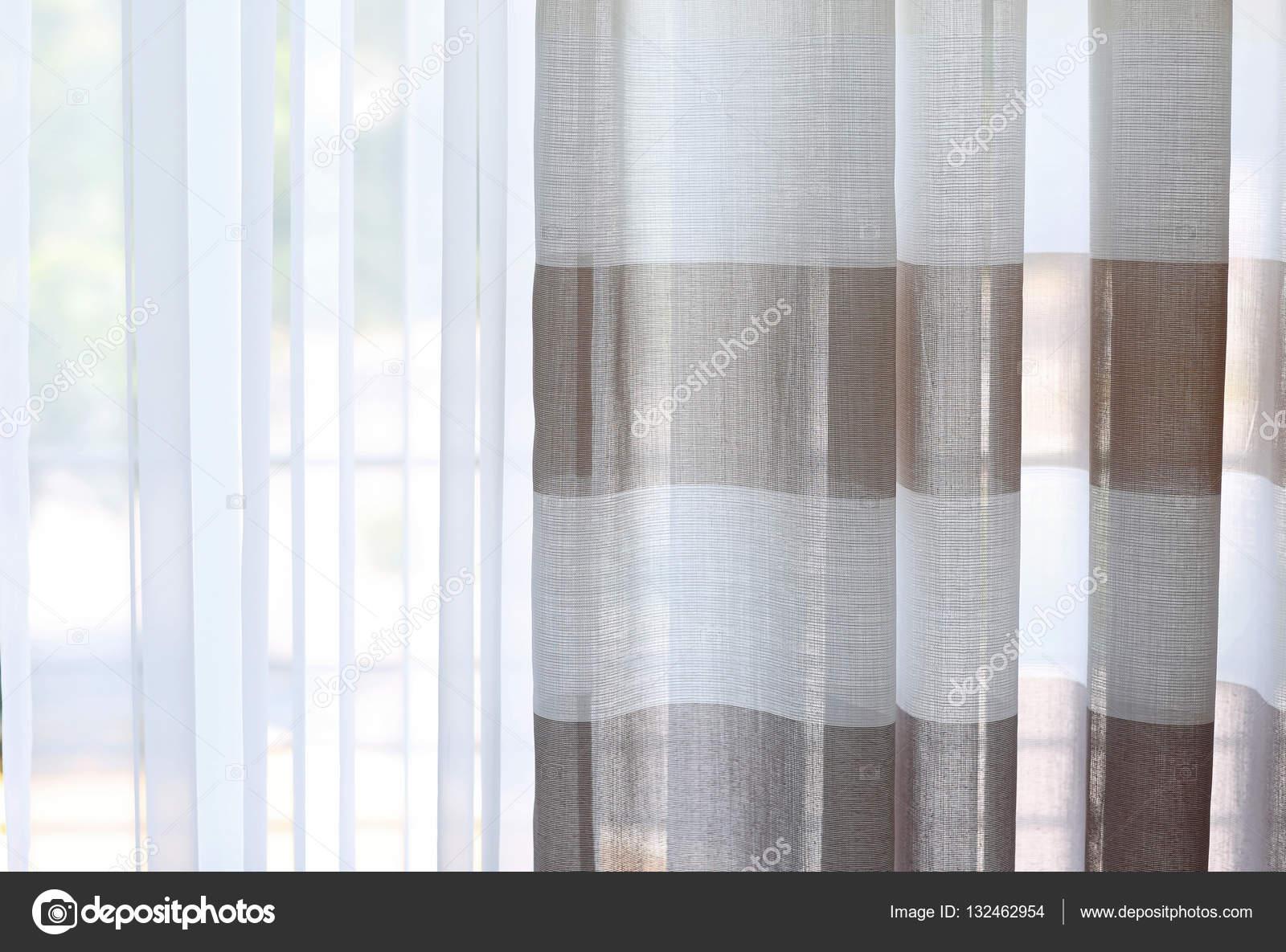 cortinas rayas colores u imagen de stock