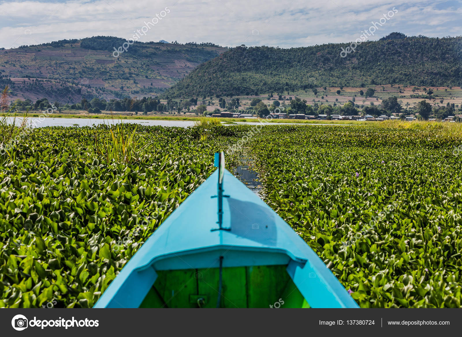 Nampan Inle Lake, Myanmar - 4 July, 2015: Boats, Traders And Loc ...