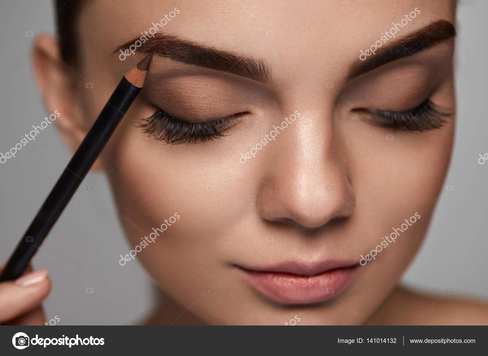 Какие средства используются для макияжа