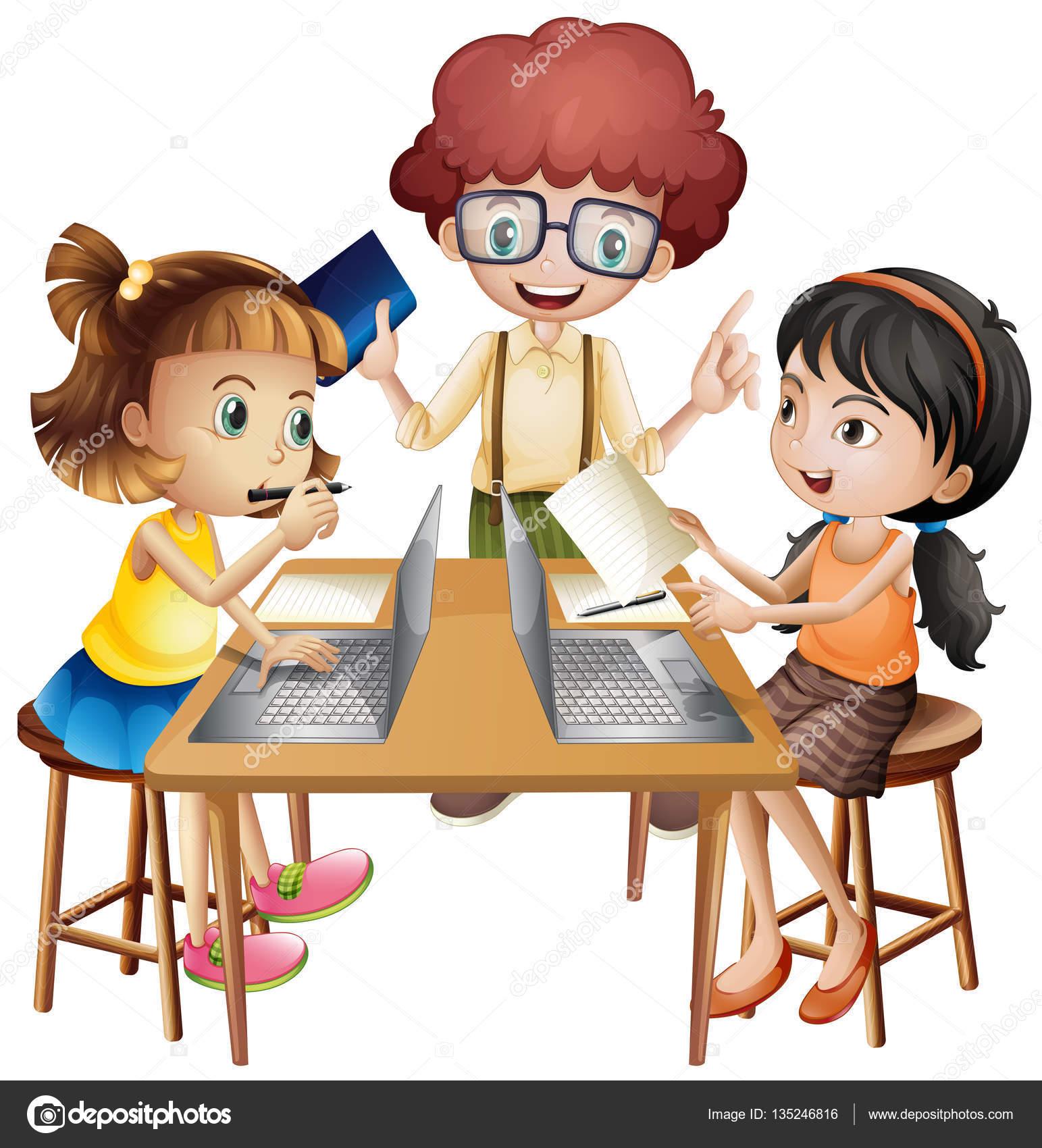 Трое детей, работающих в группе на столе — стоковый вектор ... Трое Детей