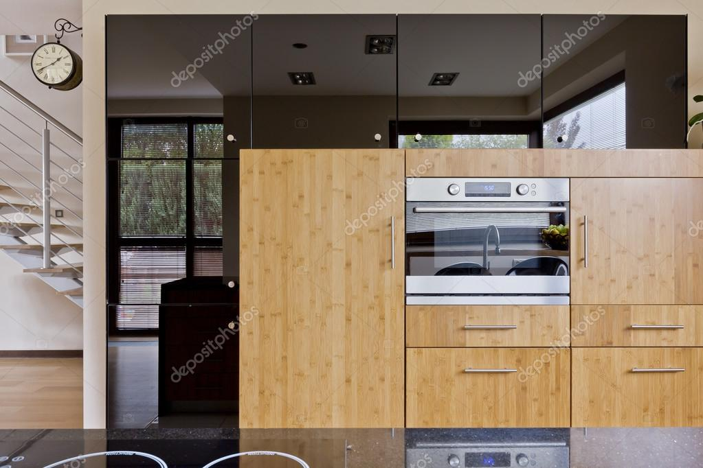 Mooie keuken in moderne stijl — stockfoto © photographee.eu #128480672