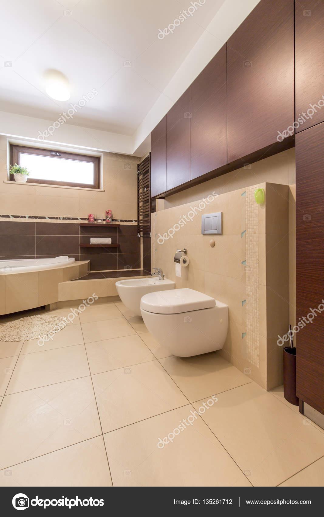 Piastrelle bagno marrone e beige design per la casa - Rivestimenti per il bagno ...