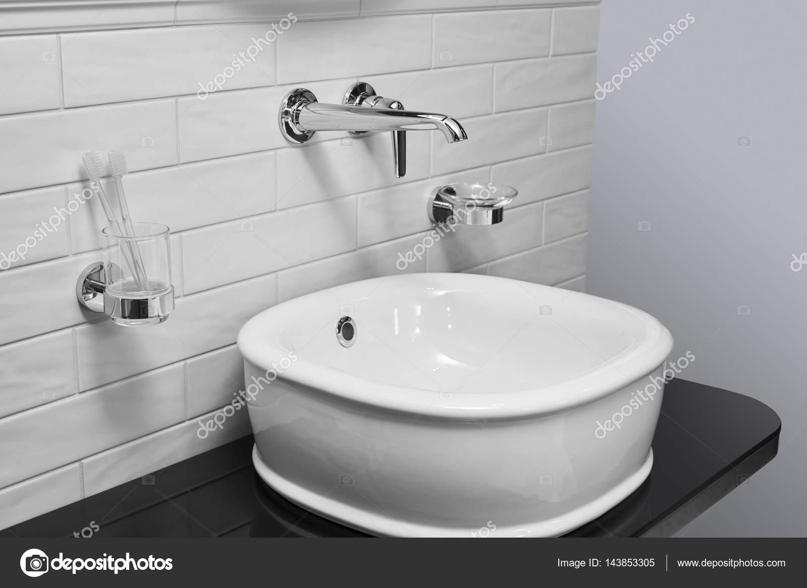 Badezimmer fliesen entkalken