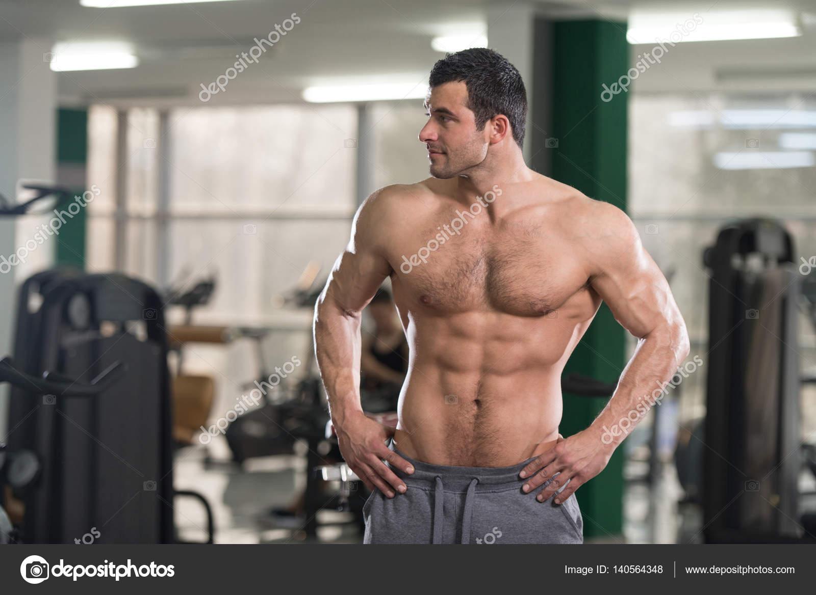 crempi homme musclé poilu