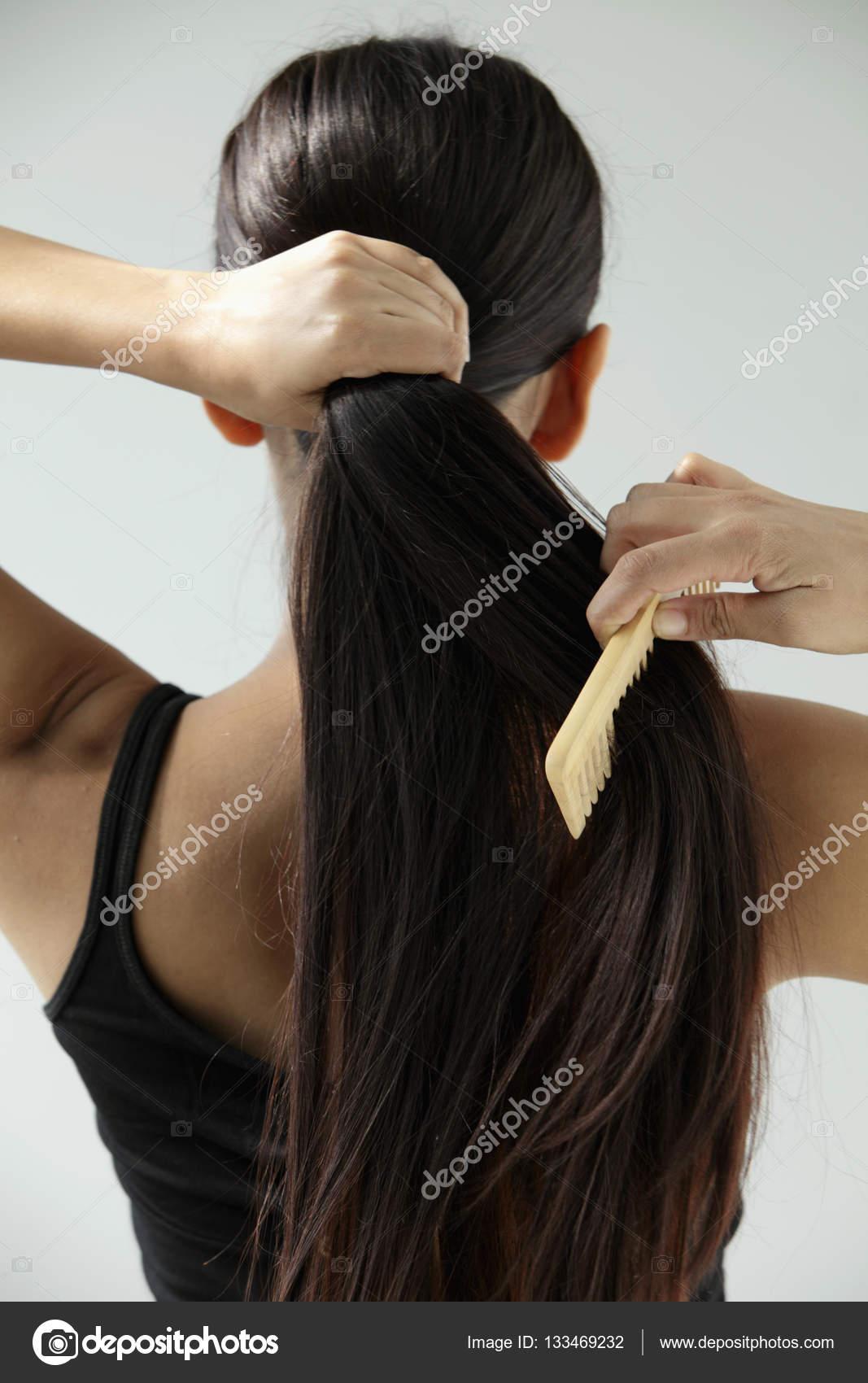 Как расчесывать волосы чтобы они росли быстрее
