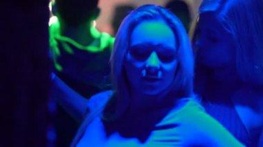 diskoda kadına okşama video