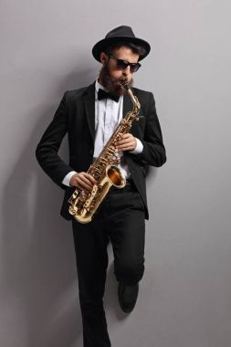 Jazzer playing on a saxophone