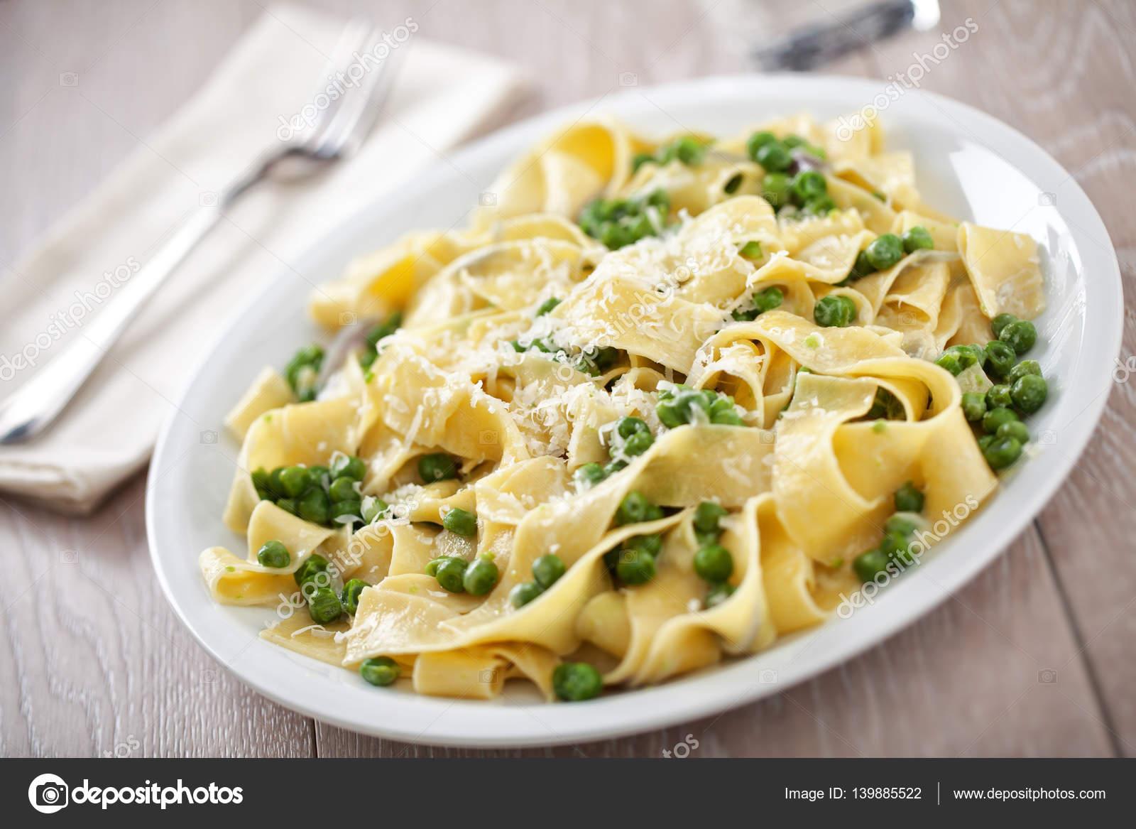 Макароны с зеленым горошком рецепт