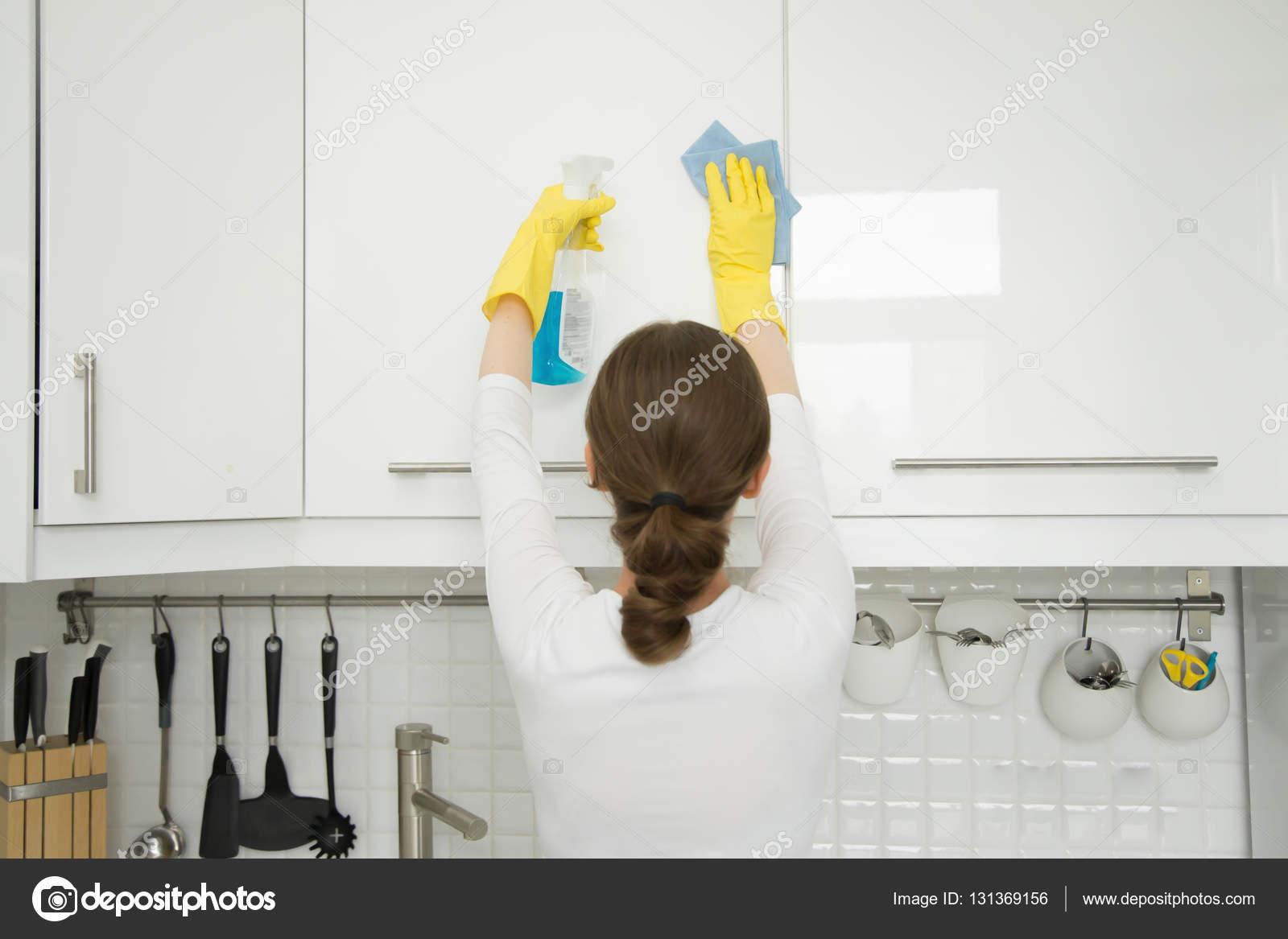 Witte muren schoonmaken aura elektrik s p rgesi ve for Nettoyer meuble cuisine stratifie