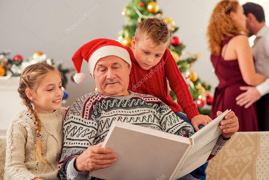 Зрелый дед с молодой фото 678-271