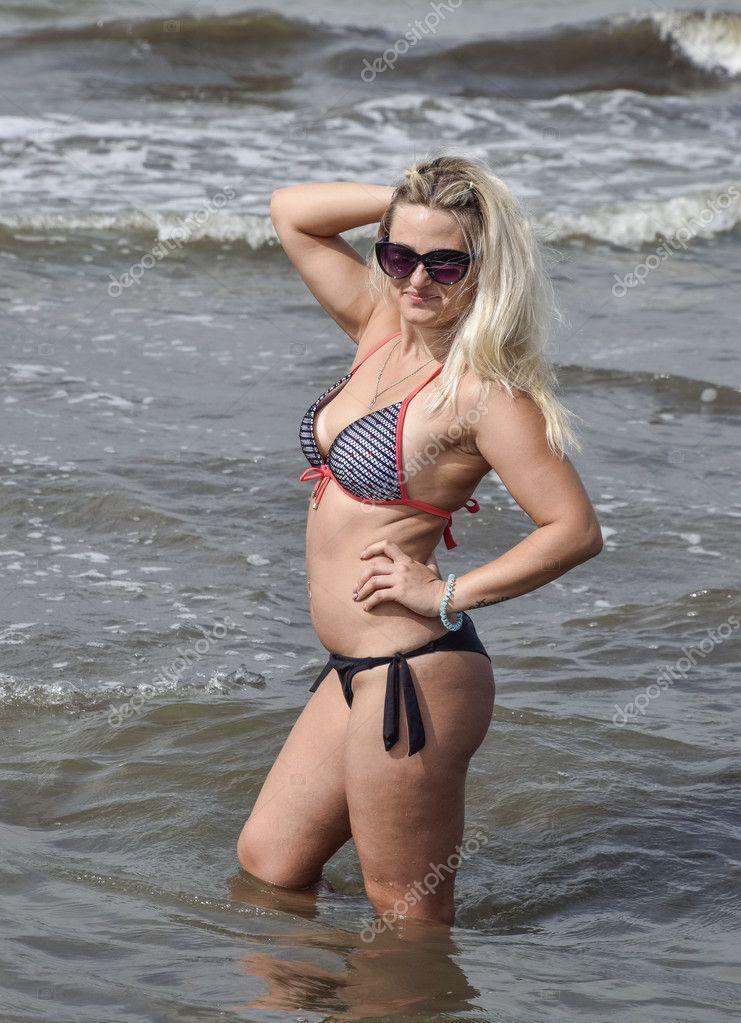 Картинки девушки красивые на пляже блондинки