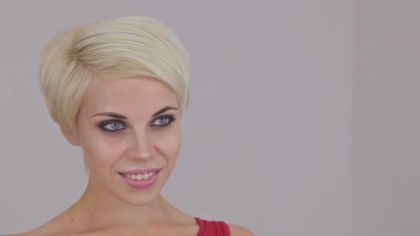 Женщина в короткой юбке видео фото 623-969