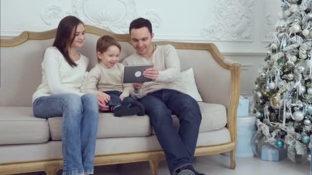 Син маму тракнул в диване фото 664-858
