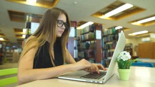 Красивая библиотекарша видео фото 278-478
