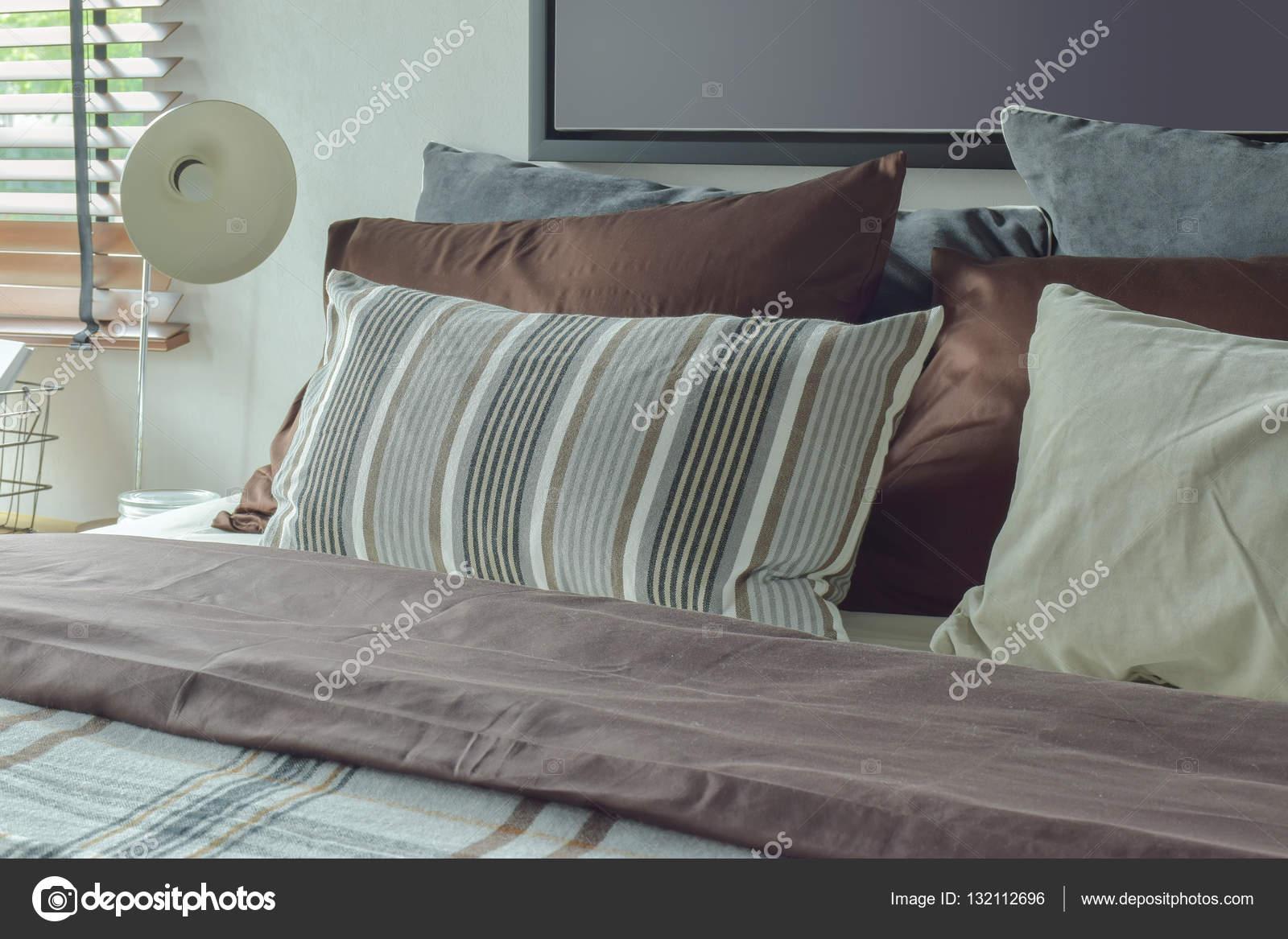 Stile moderno classico profondo marrone, grigio e bianco ...