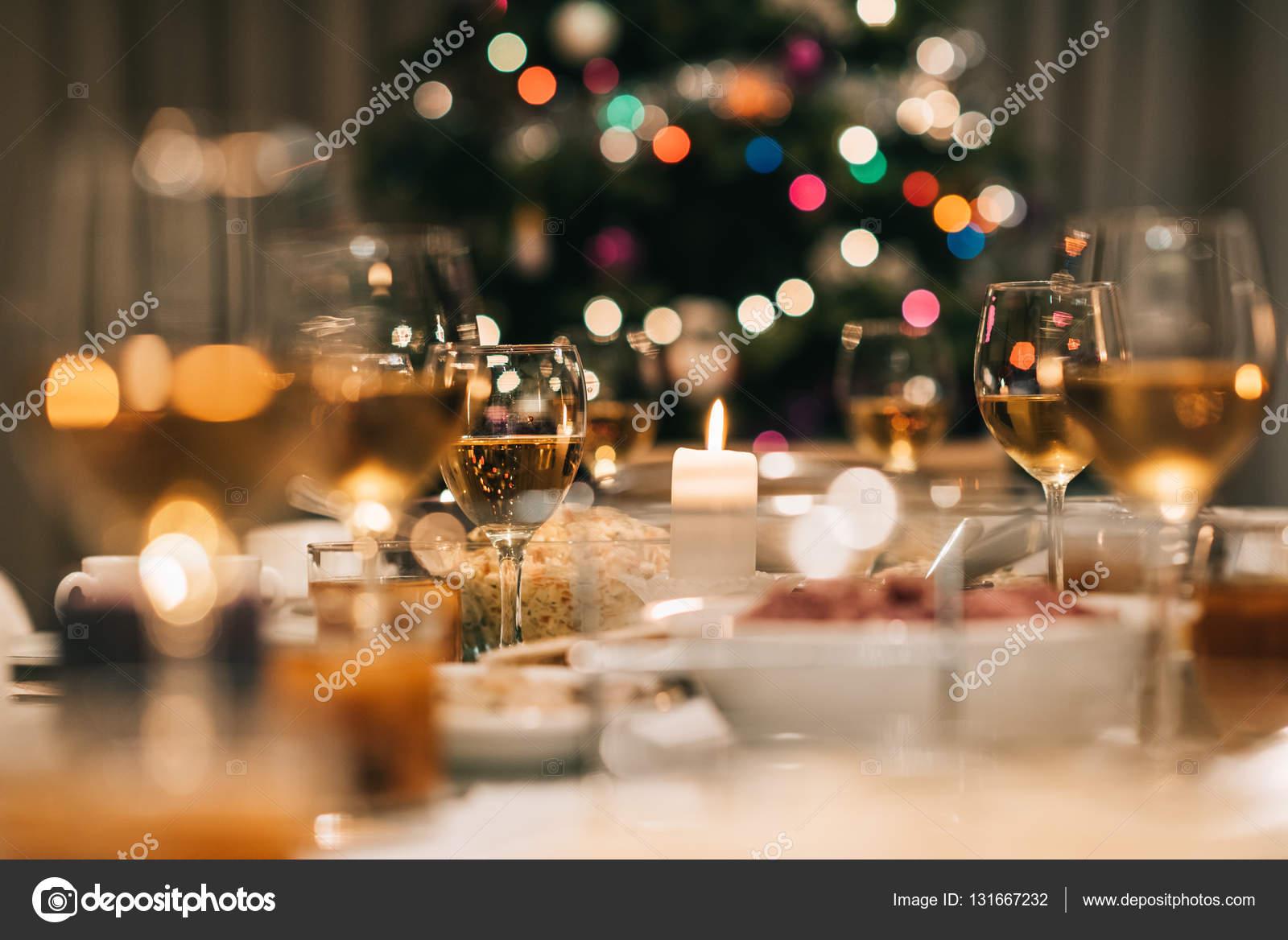 축제 음식 가득한 다 이닝 테이블 — 스톡 사진 © mavoimages #131667232