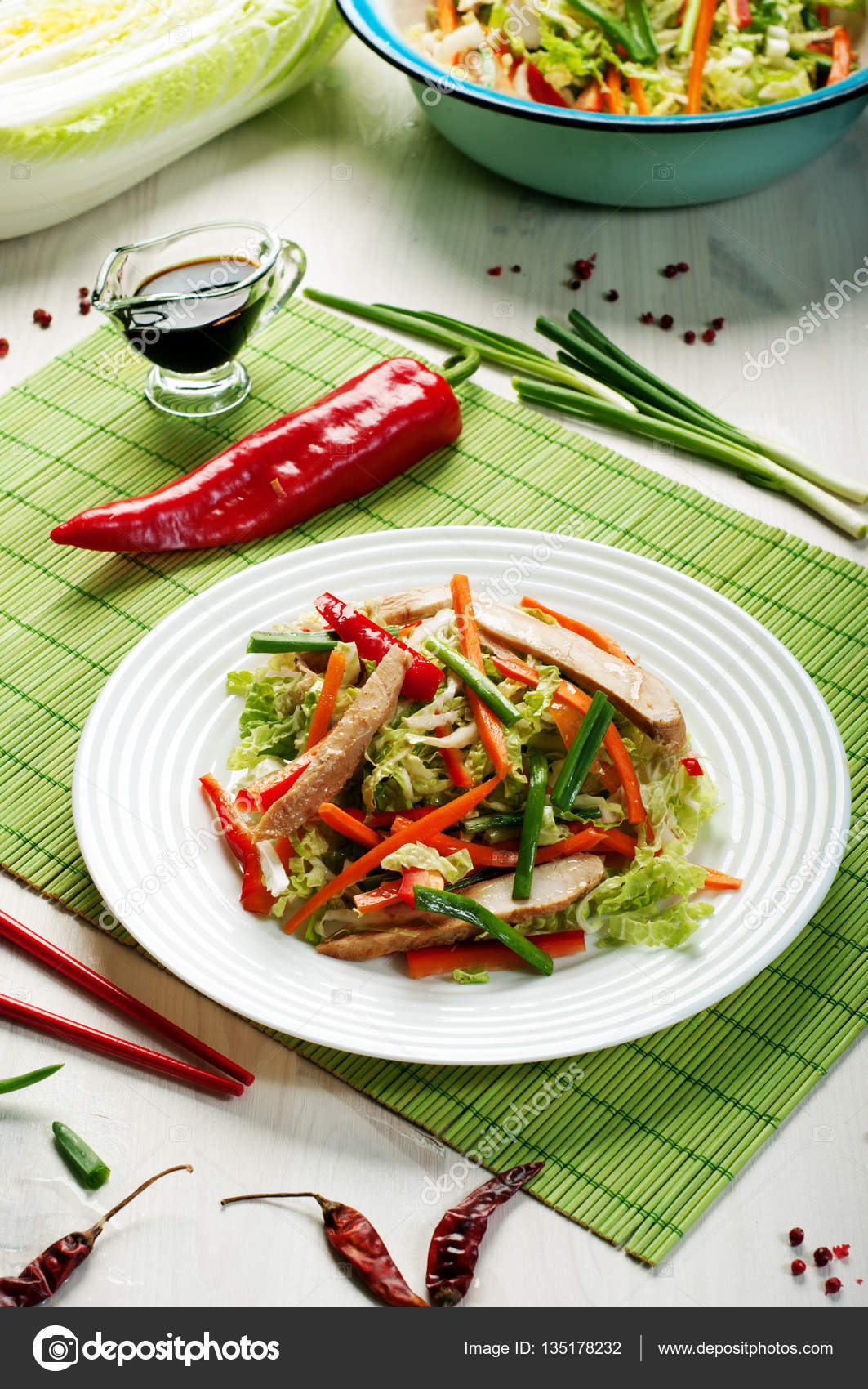 Салат помидоры с морковью и луком на зимуы