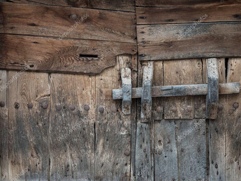 Port n de madera r stico y antiguo foto de stock for Porton madera antiguo