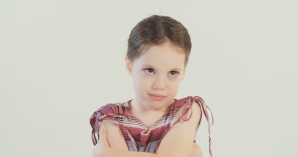 Девочка позирует видео фото 61-385