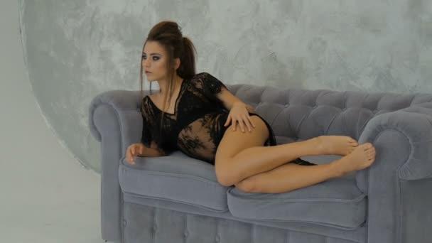Красивая сексуальная молодая девочка видео фото 11-856
