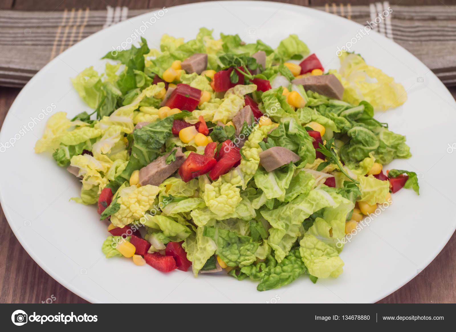 Салат из языка и кукурузы рецепт