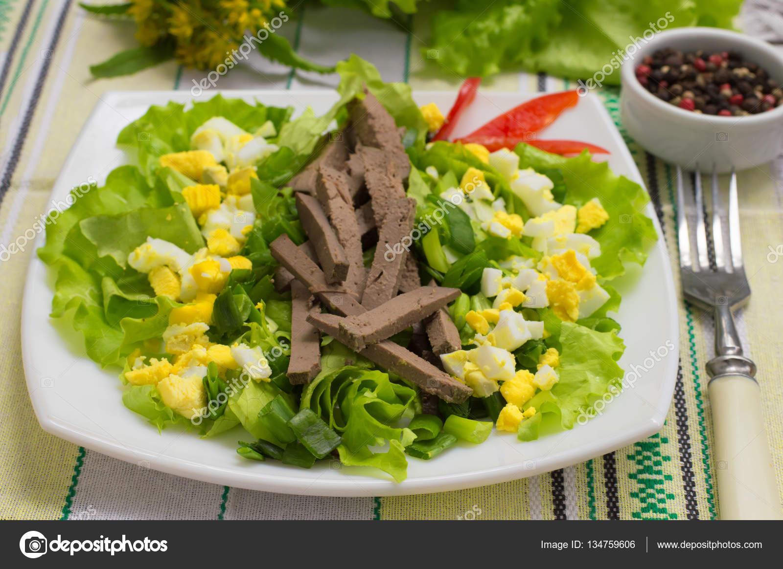 Салат с печенью яйцом и морковью