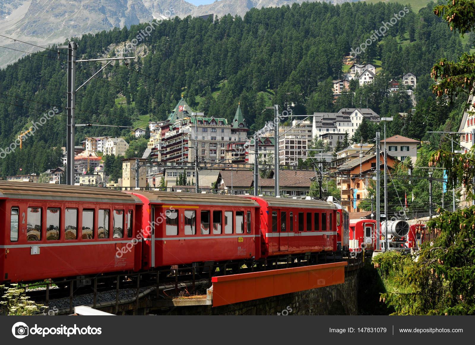 summertrain伴奏_july 2012, swiss mountain train bernina express in the summer