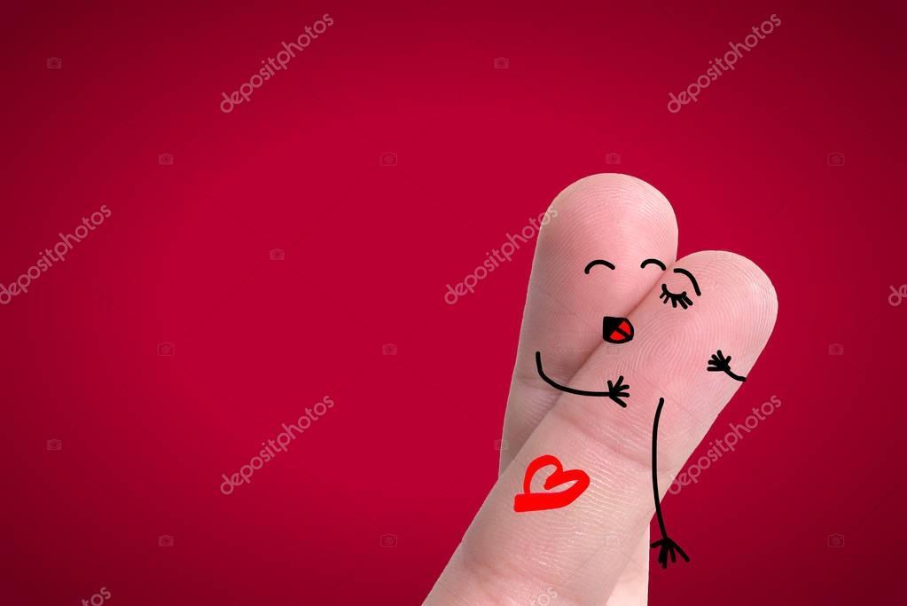 Una Pareja Feliz En El Amor Con El Corazón Sonriente