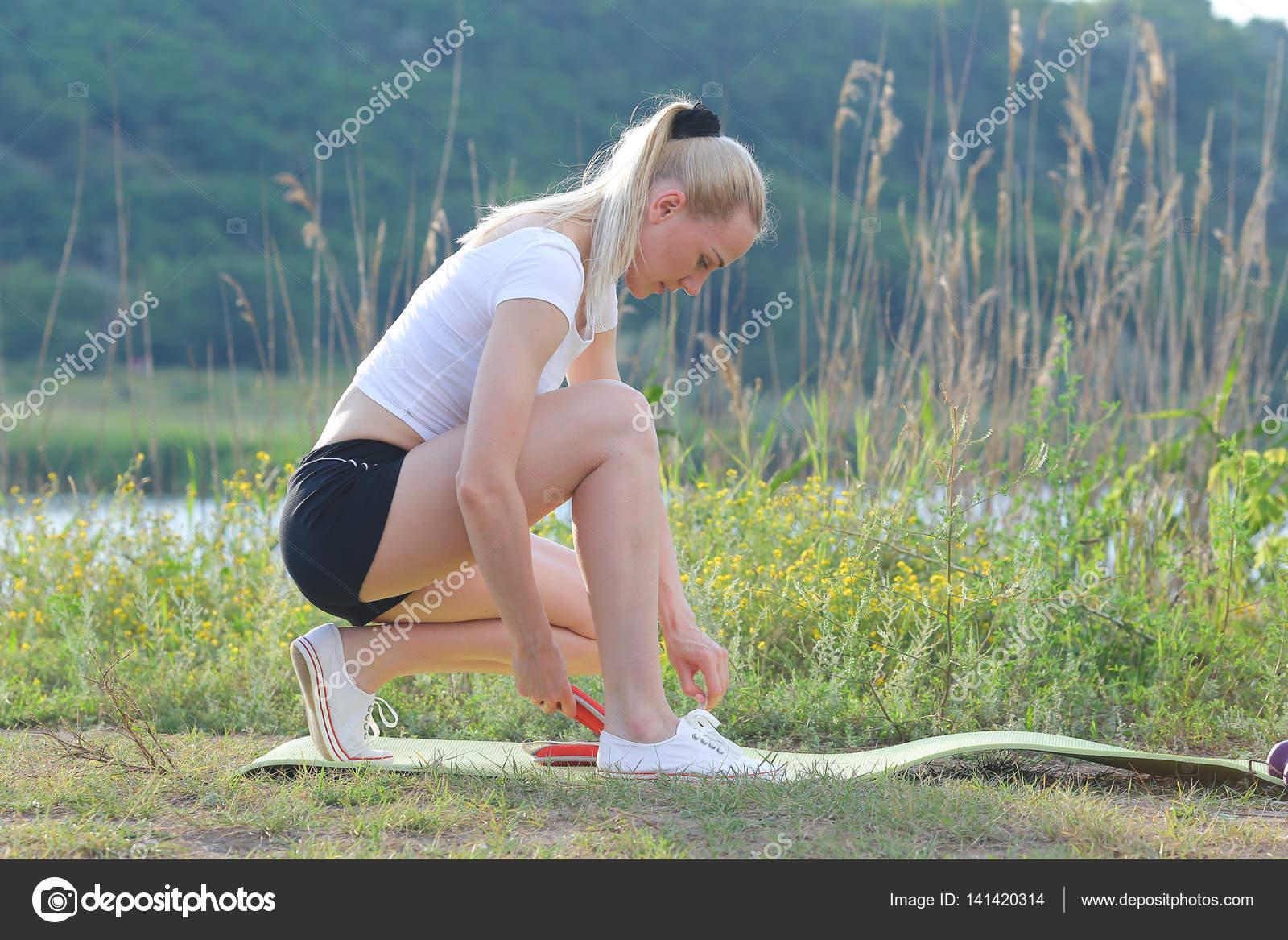 Женщины крупным планом присевшие с раздвинутыми ногами фото ххх — img 15