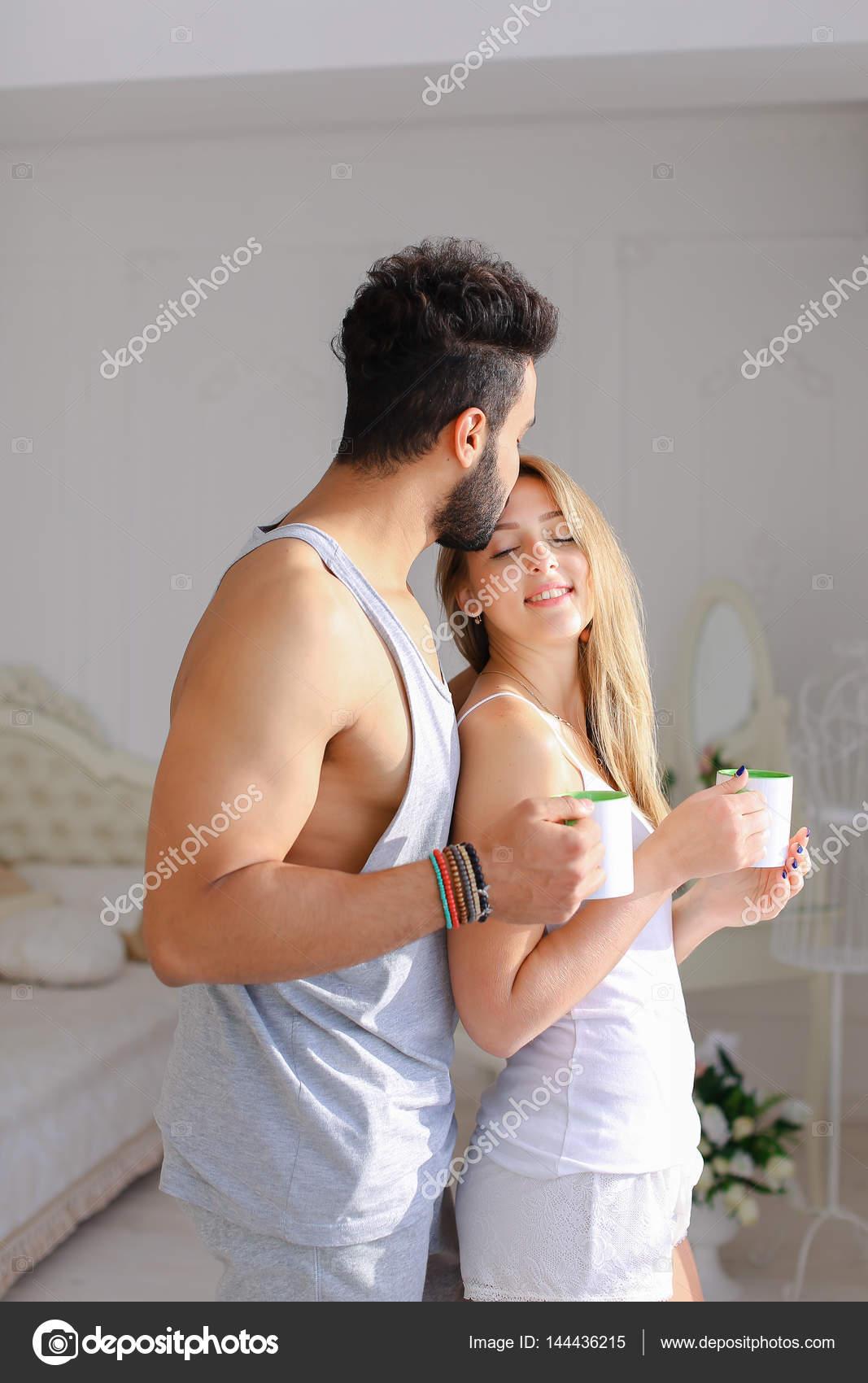 Картинки мужчина с женщиной ласкают друг друга фото 529-297