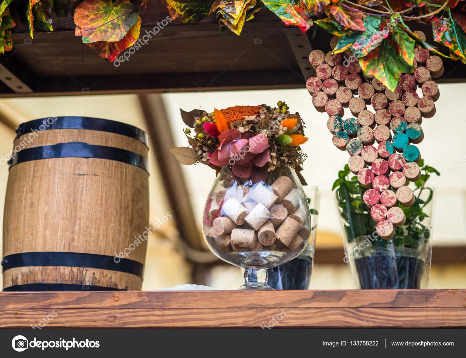 Поделки с винных пробок
