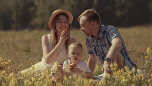 Родители на природе видео фото 108-365