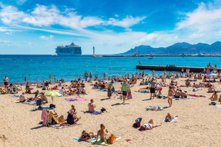 people, on, beach, in, cannes - B135698284