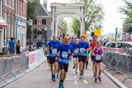 running, people, in, amsterdam, marathon - B136514188