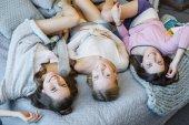 Mladé ženy v posteli