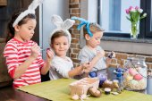 Děti malování kraslic