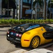 Постер, плакат: Bugatti Veyron in Rodeo Drive Beverly hills