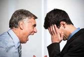 Wütend Chef schreien, Angestellter