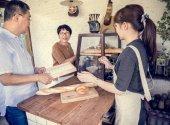 Megvásárló ügyfeleknek kenyér