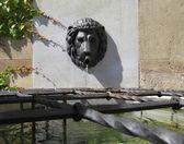 Přívěsek Propletená zeď vodní fontána