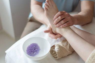 foot massage salt scrub